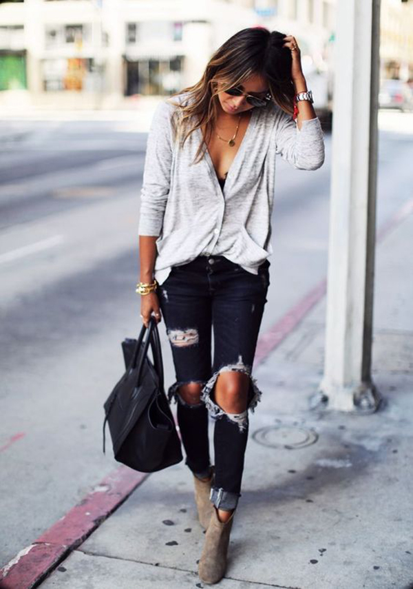 Jeans strappati e stivaletti