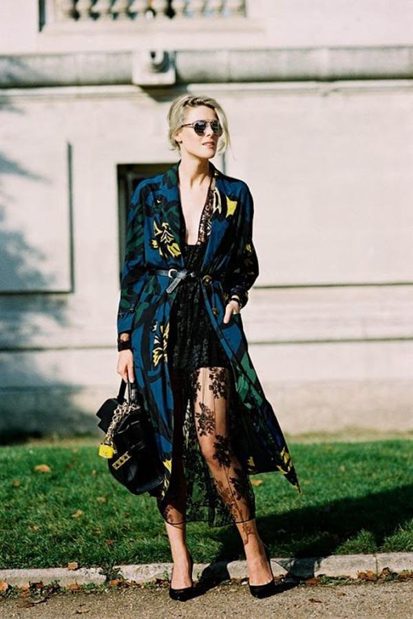 Kimono stampato su look elegante