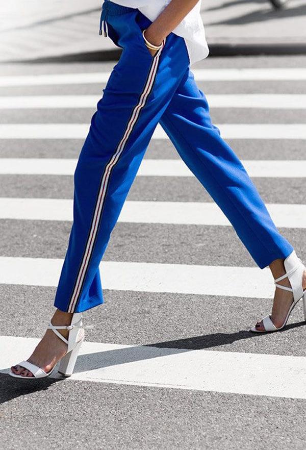Pantaloni da jogging e tacchi alti