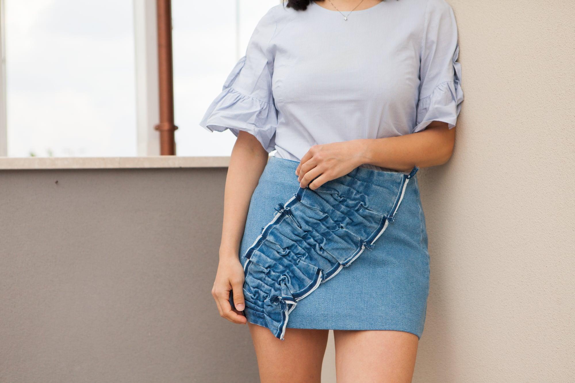 Gonna di jeans: come portarla con stile durante i mesi estivi
