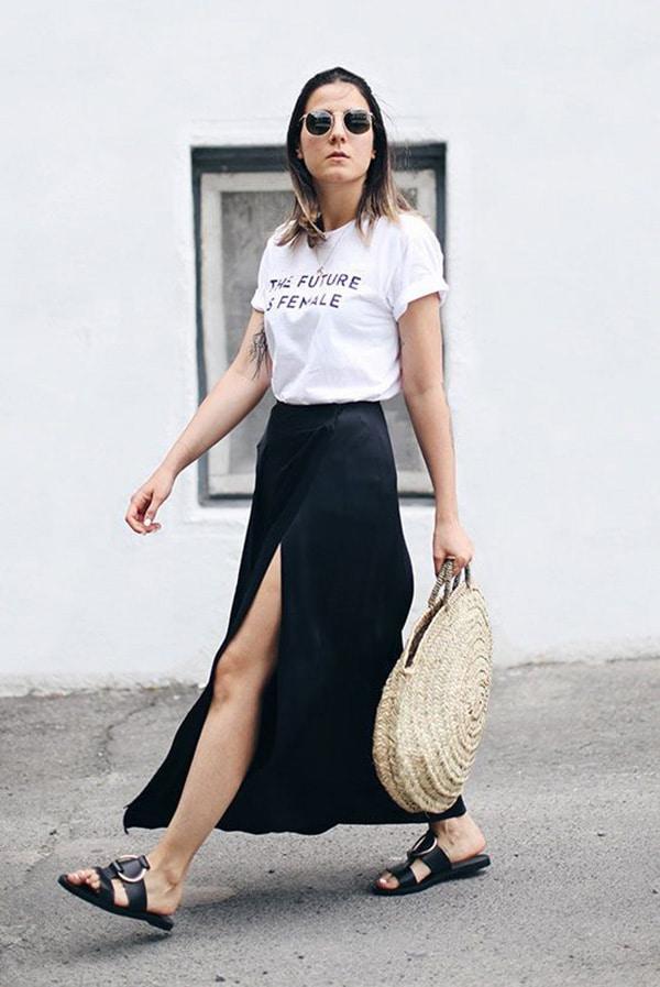 T-shirt con le scritte e gonna lunga