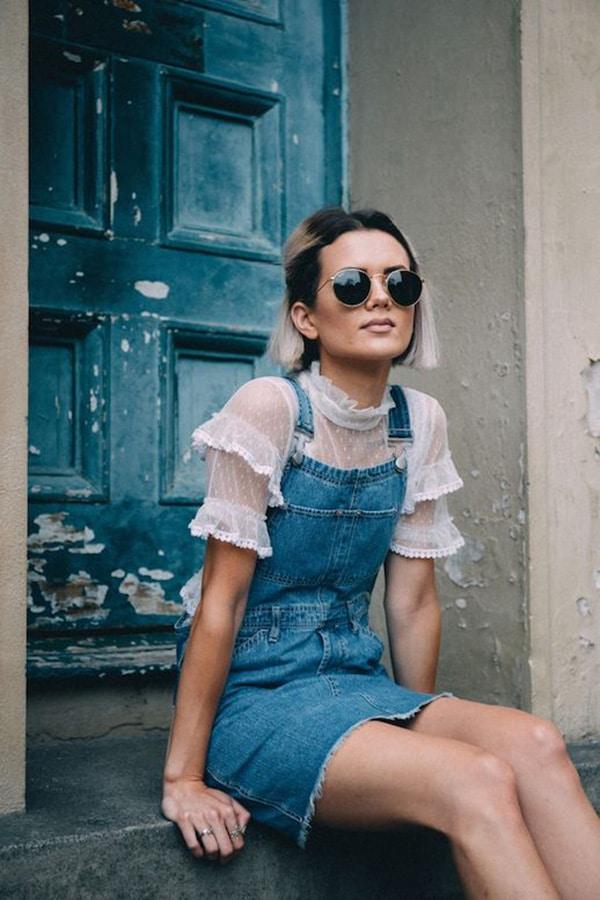 Mini dress in denim e blusa elegante
