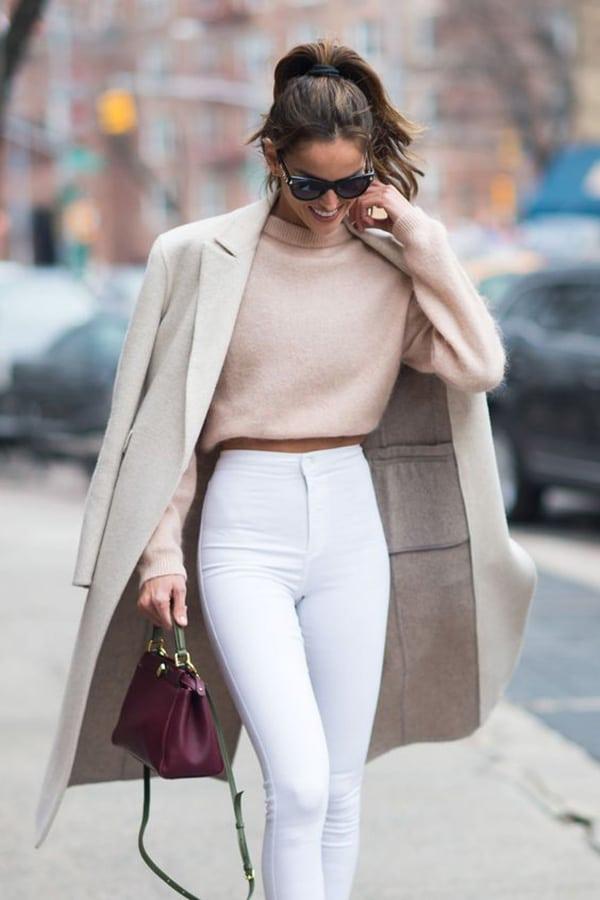 Pantaloni a vita alta e cappotto