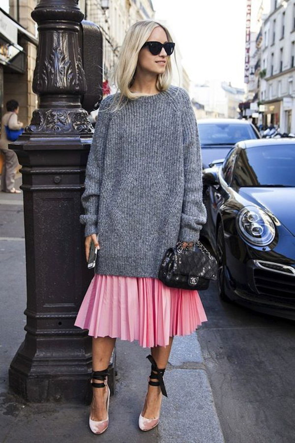 Maglione oversize e gonna plissé