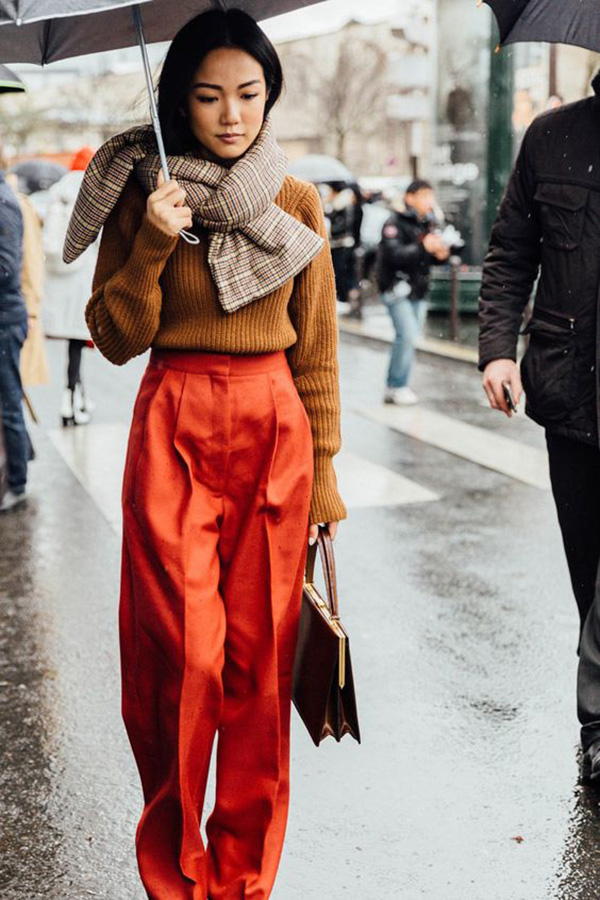 Pantaloni a vita alta e pullover