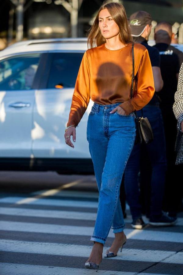 Jeans a vita alta e tacchi