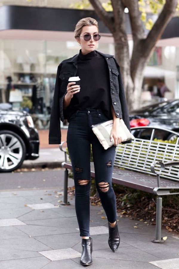 Jeans neri e giacca di pelle