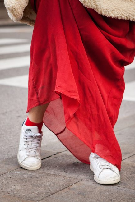 maxi dress outfit sneakers
