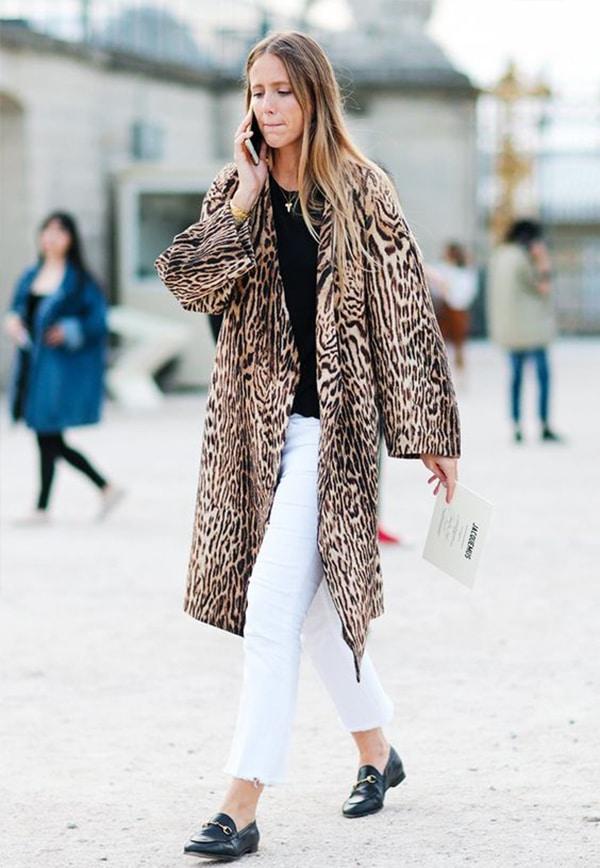 Come indossare i jeans bianchi: le idee look da copiare in inverno