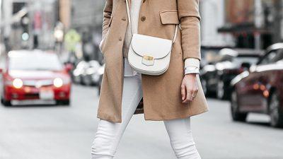 Come indossare i jeans bianchi: le idee look da copiare anche in inverno