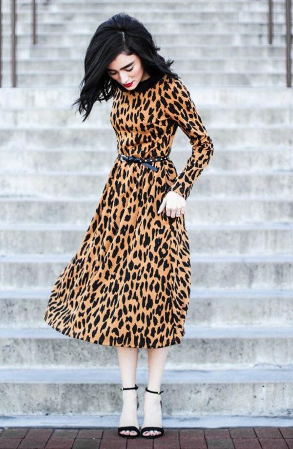 Vestito leopardato e sandali
