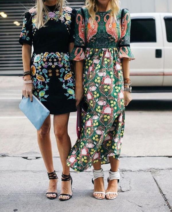 Vestiti a fiori e tacchi alti