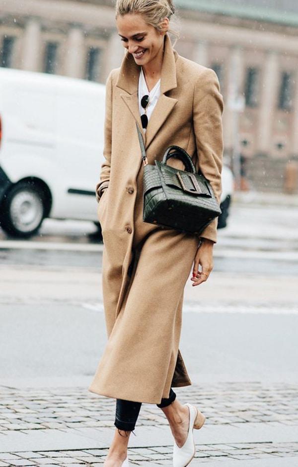 Cappotto color cammello e tracolla