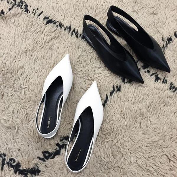 Scarpe con lo scollo a v bianche e nere