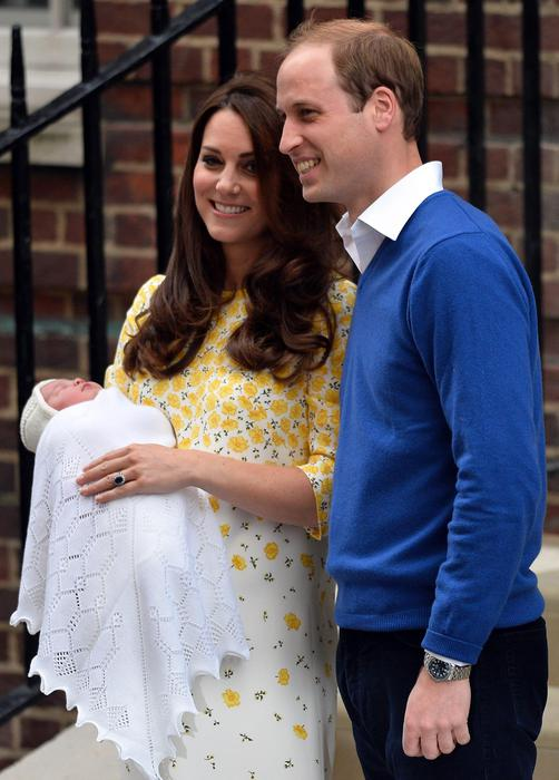 Kate Royal Baby look abito giallo