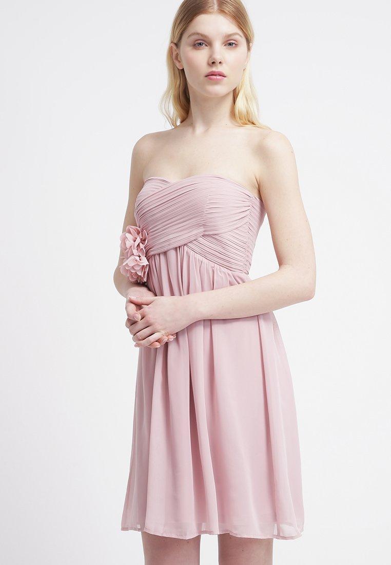 17_vestito corto Esprit, con scollo a incrocio a cuore, coppe imbottite e gonna morbida (100 € su Zalando)