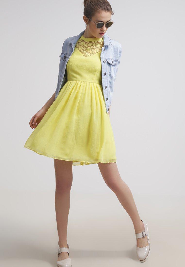 new products 5afbe b50e7 30 vestiti corti per l'estate 2015 tra colore, pois e fiori