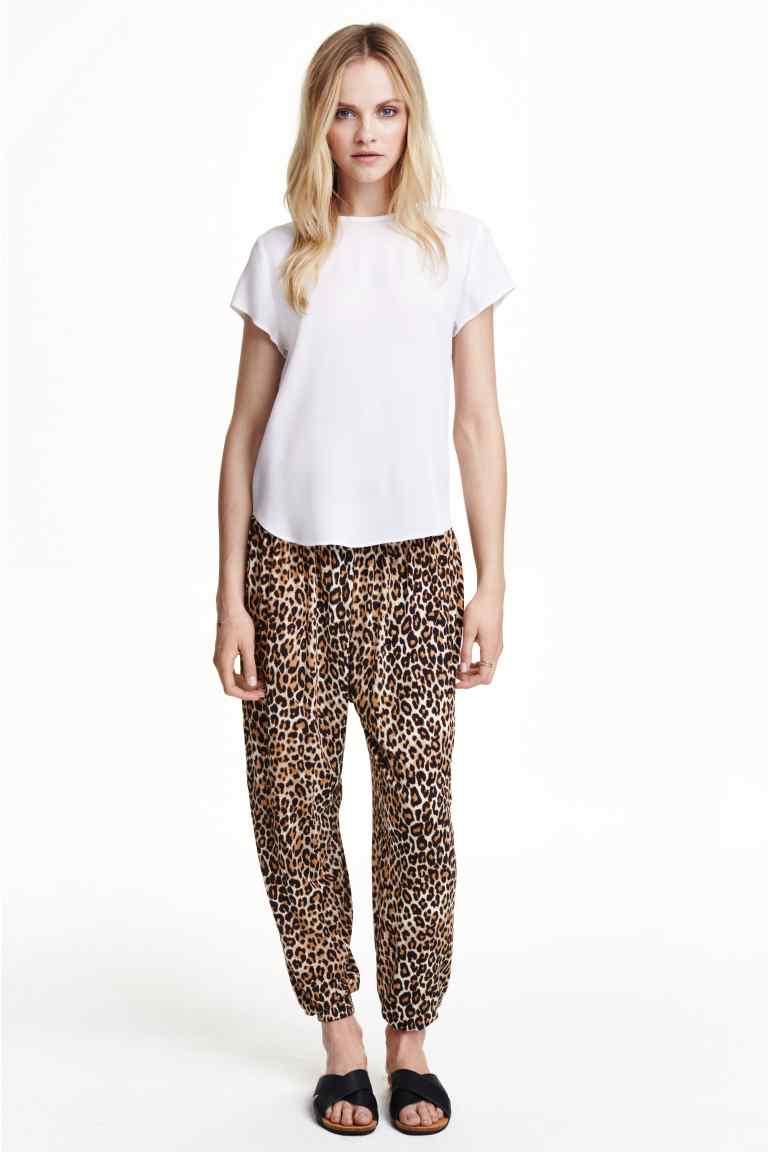 Pantaloni harem con stampa leopardata. Prezzo 14,99 €