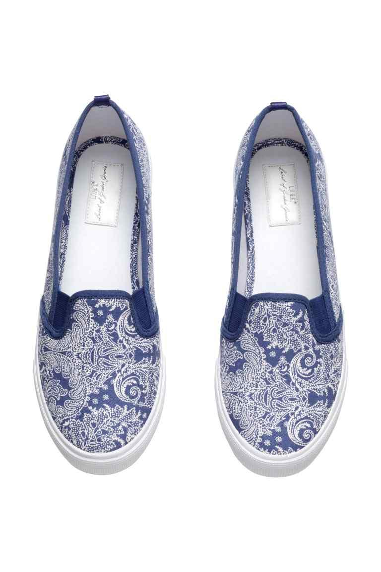 Sneakers senza lacci con fantasia paisley. Prezzo 14,99 €