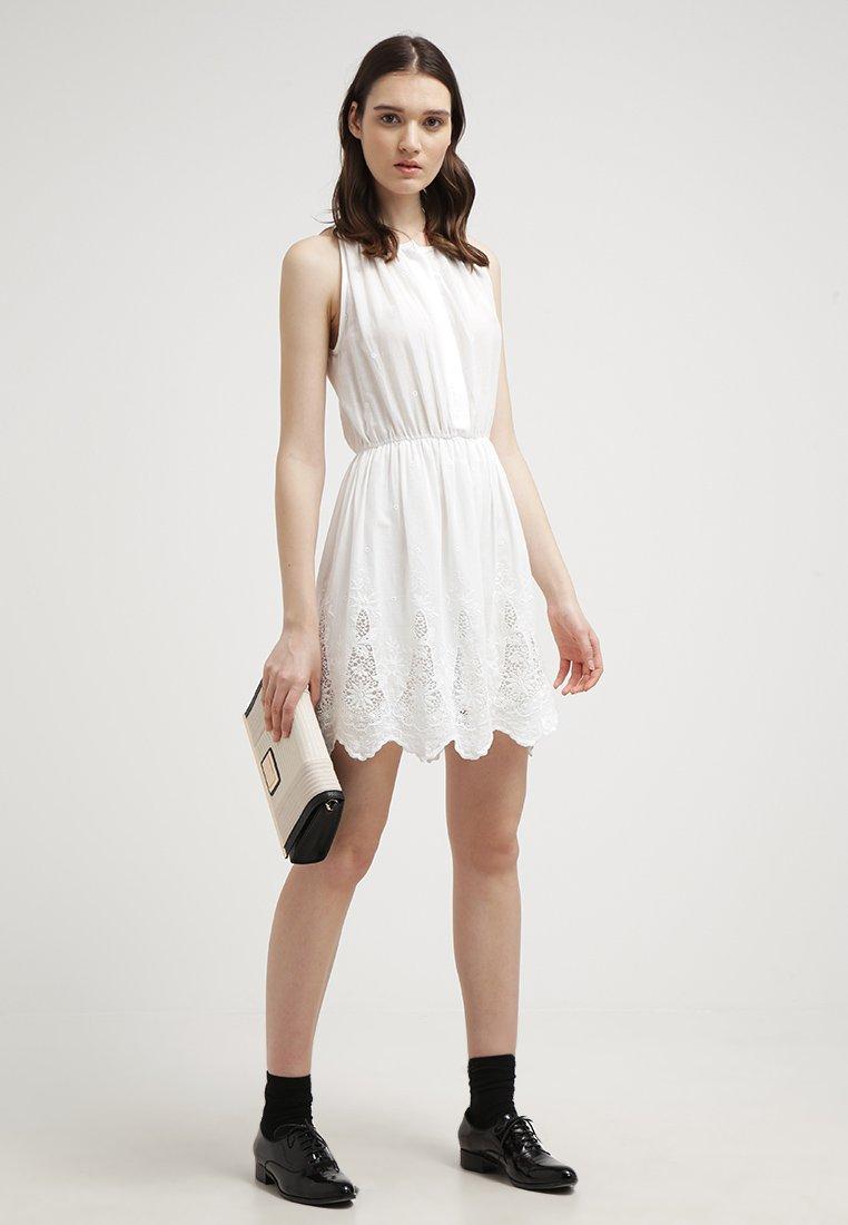 20 vestiti bianchi da avere per l estate 2015 bbeff946c1d