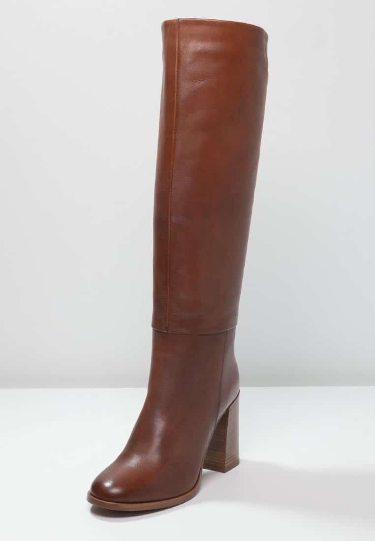 22_Stivali Zign in pelle, alti fino al ginocchio (120 € su Zalando, disponibili anche neri)