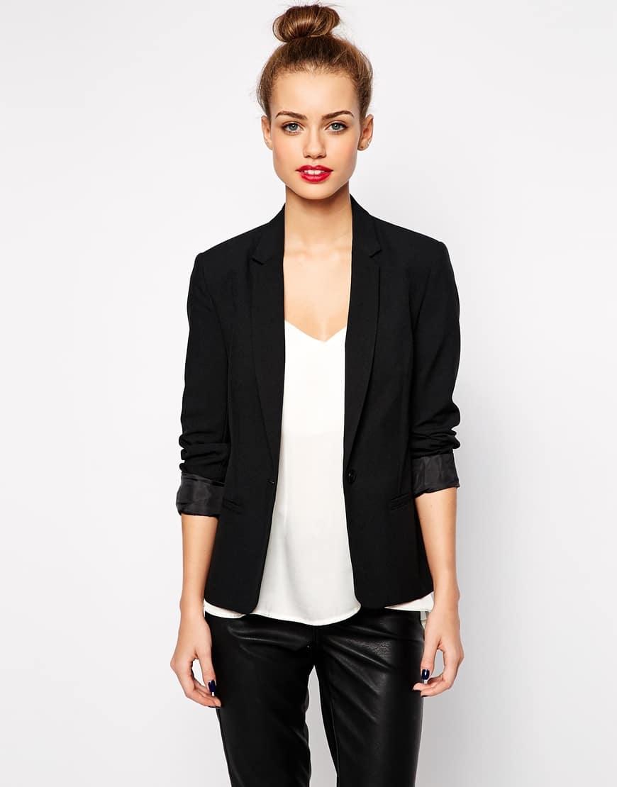 60_ Blazer sartoriale New Look, con colletto rever classico (32,99 € su Asos)