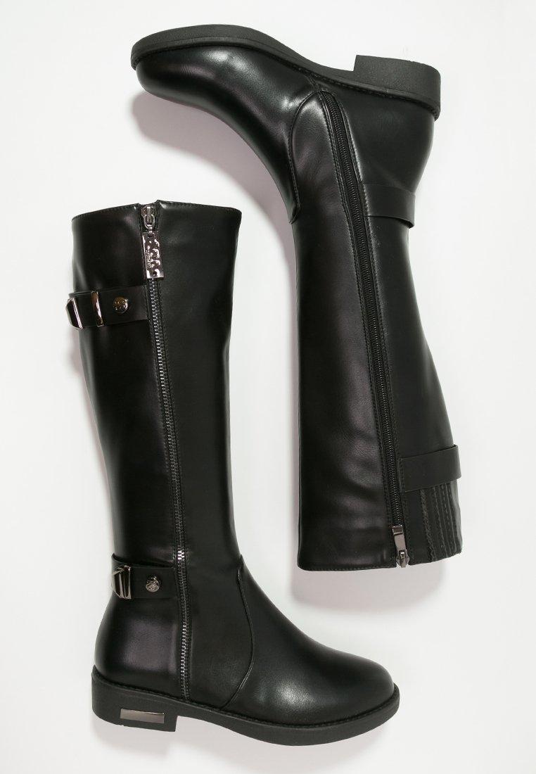 16_Stivali da donna neri senza tacco