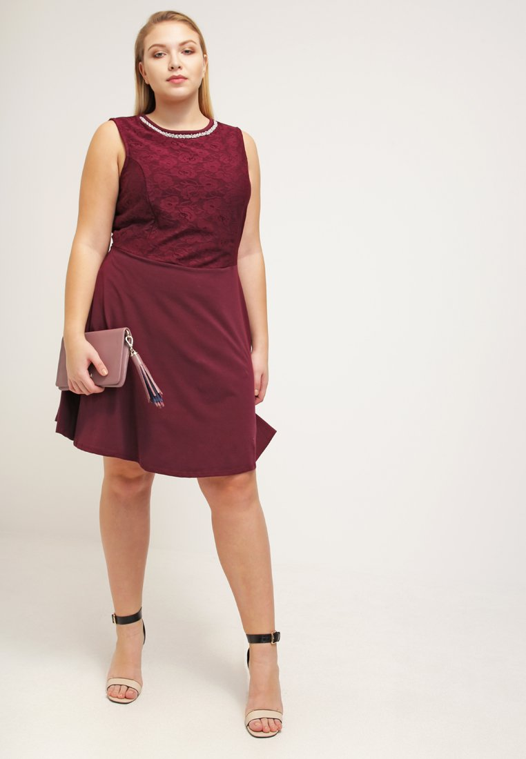 new style 61814 026c0 Holiday party look: abiti curvy per Natale e festività