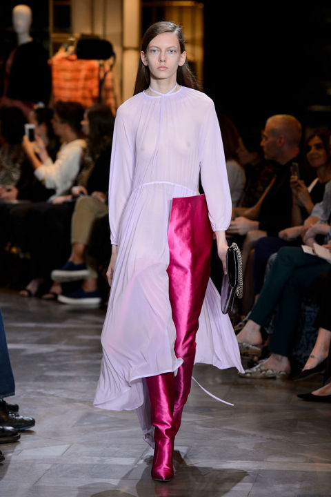 Tendenze moda primavera 2017 rosa pantaloni vetements
