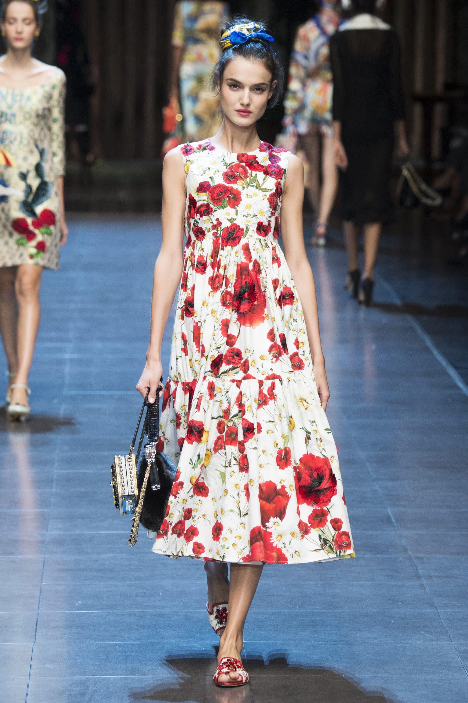 Vestiti a fiori per la primavera 2017  quali sono quelli più di moda  a6001f62e76