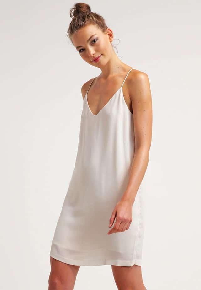 stile anni novanta vestito sottoveste bianco