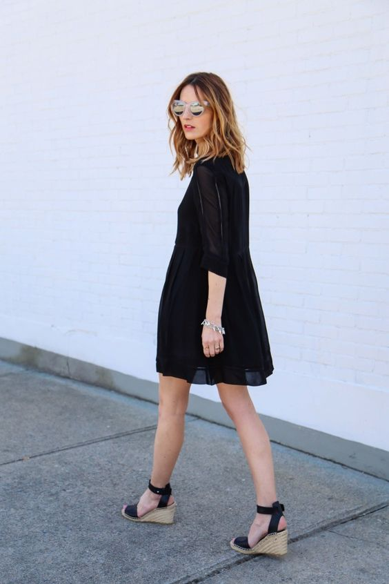 Indossa delle espadrillas con la zeppa con il tuo look primaverile un  perfetto abbinamento transitional che fa da trait d\u0027union tra le due  stagioni quando