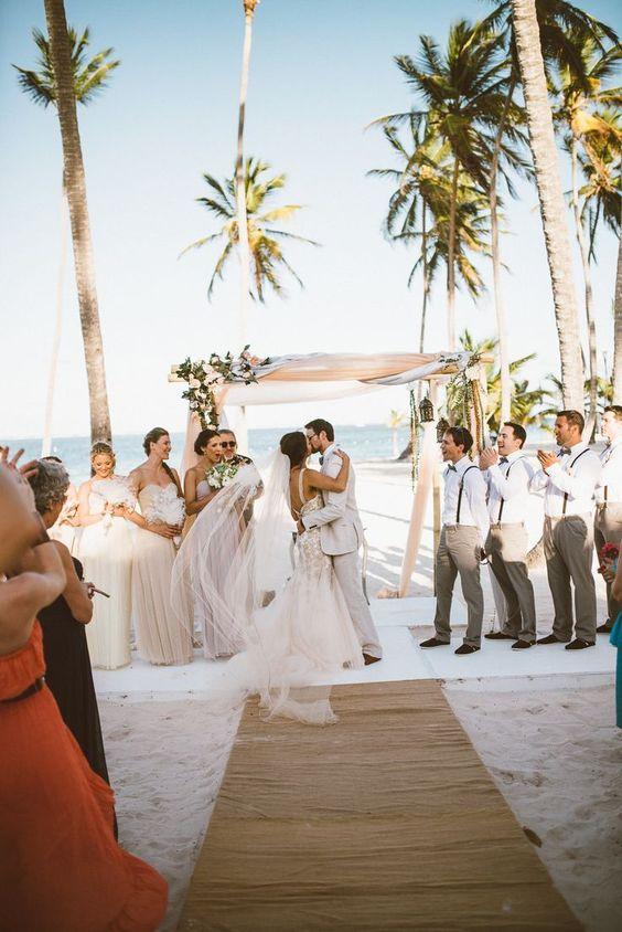 Matrimonio On Spiaggia : Matrimonio sulla spiaggia come vestirsi? 30 idee shopping