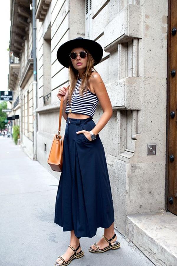 Crop top e pantaloni larghi