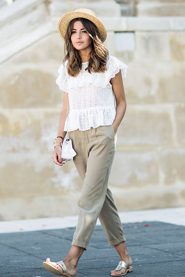 Top bianco e pantaloni