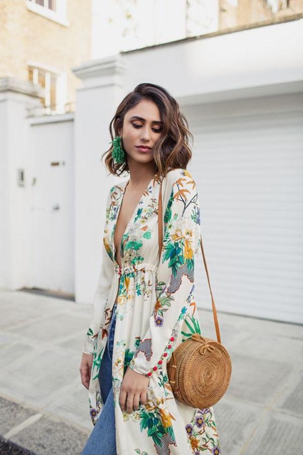 Kimono stampato e jeans