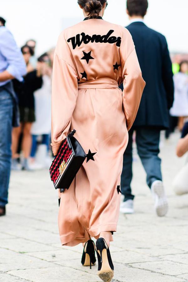 Kimono lungo e tacchi alti