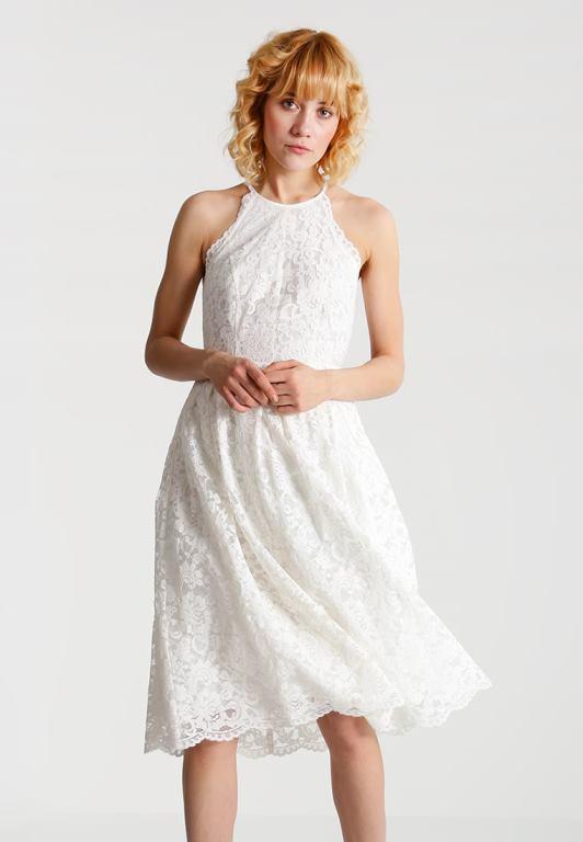 Un vestito bianco ed è subito estate! Qui trovi una super selezione ... 56d3c463180