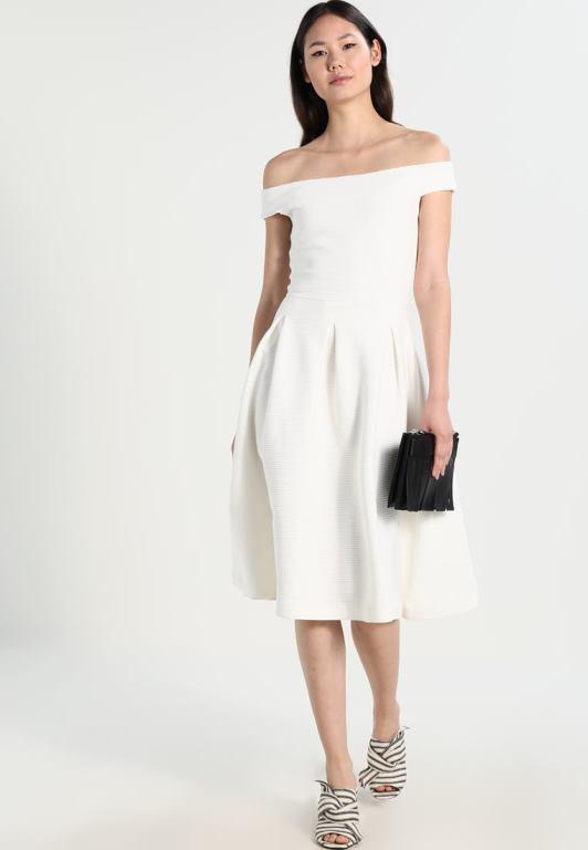 Look d ispirazione Zalando. Il secondo trend dell estate 2017 applicato ai vestiti  bianchi ... 097dfeec474