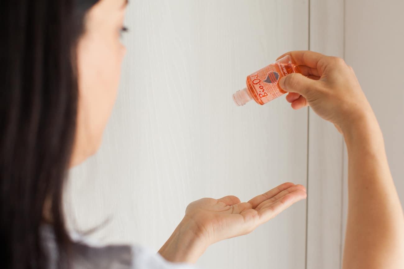 Macchie Di Unto Sulla Pelle bio oil, tutti gli usi alternativi dell'olio per la pelle