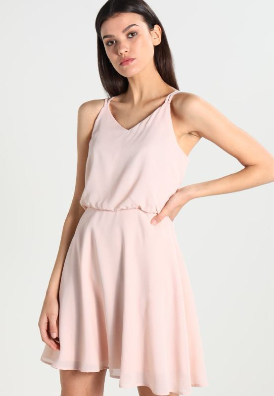 premium selection 09472 a53fb Vestiti rosa: come abbinarli e 20 abiti da comprare subito!