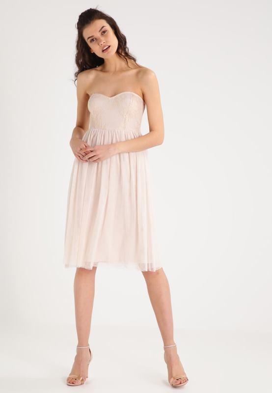 premium selection f5c19 20f7f Vestiti rosa: come abbinarli e 20 abiti da comprare subito!