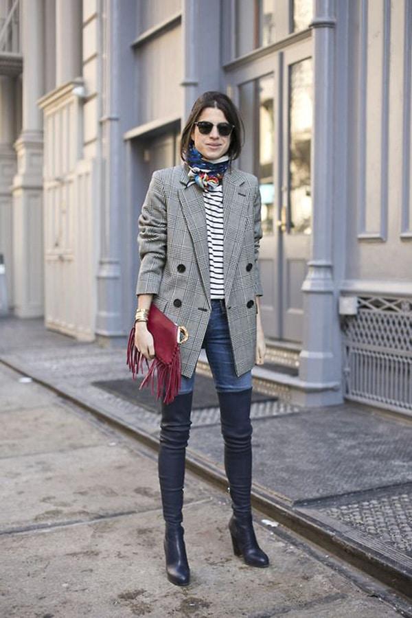 Stivali sopra il ginocchio e jeans