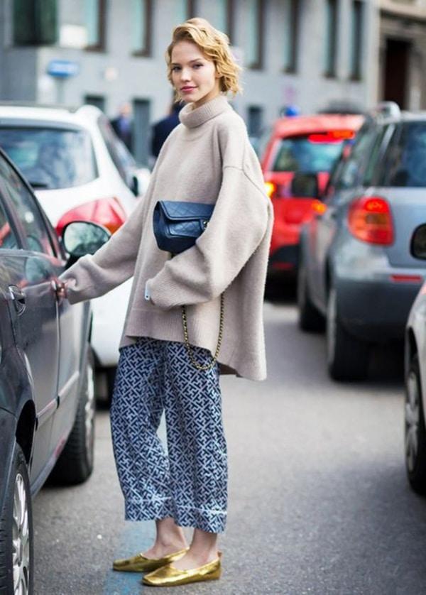 Maglione oversize e pantaloni stampati