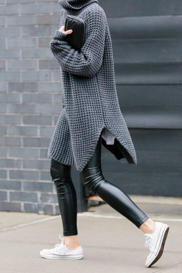 Maglione oversize e pantaloni di pelle