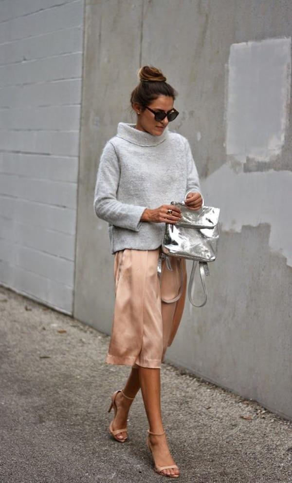 Pullover grigio e gonna rosa