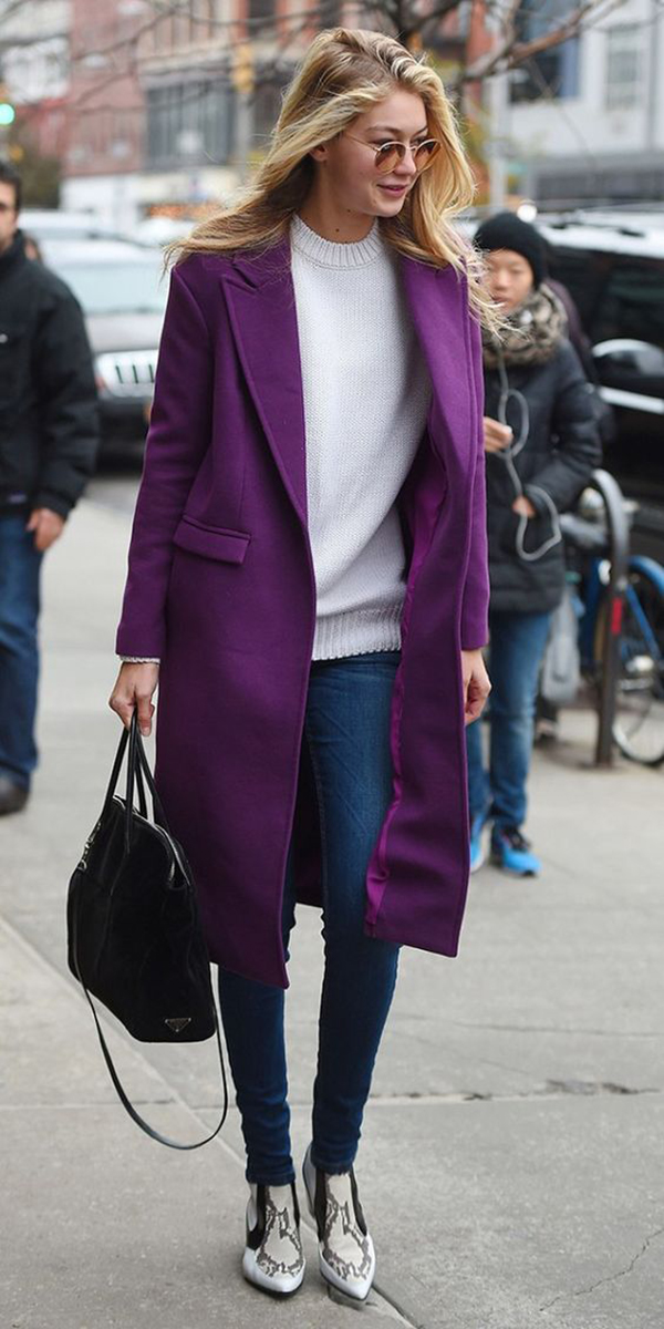 Cappotto viola e jeans