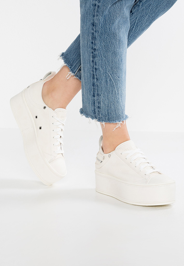 87a10b3afa Sneakers con la suola alta: i modelli must per la primavera