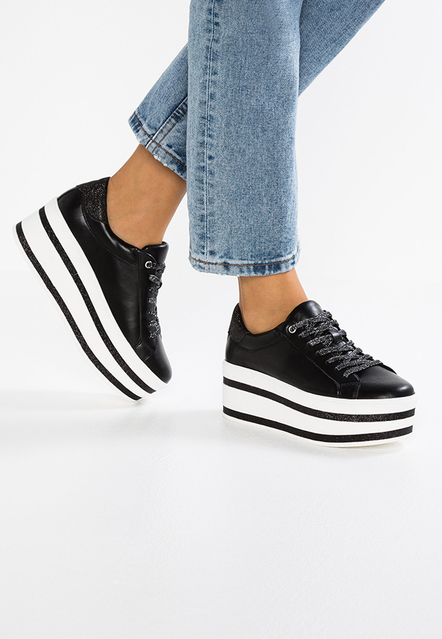 scarpe suola alta nike