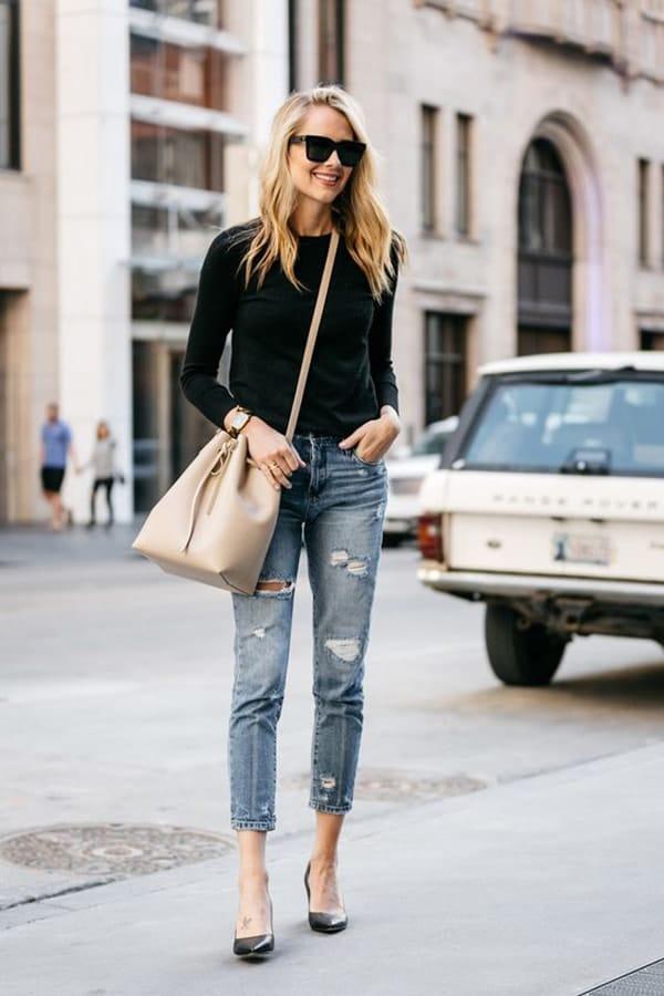 Borsa a secchiello e jeans